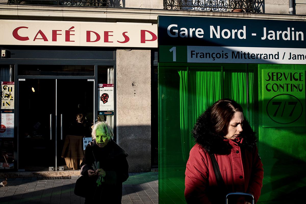 Tim Fox - Nantes - Street Photograph-green bus stop